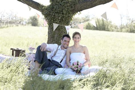guenstig heiraten der trend geht zum kleinen budget