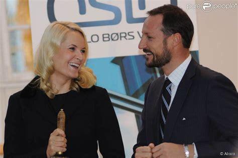 Maybe you would like to learn more about one of these? Mette-Marit et Haakon de Norvège à la Bourse d'Oslo le 4 novembre 2010. - Purepeople