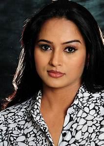 South indian model actress anubhama photo gallery