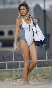 Hoges star Nikki Osborne flaunts beach body | Daily Mail ...
