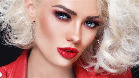 How To Get Platinum Blonde Hair And Maintain An Icy Color