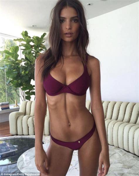 Emily Ratajkowski showcases her flawless physique as she ...