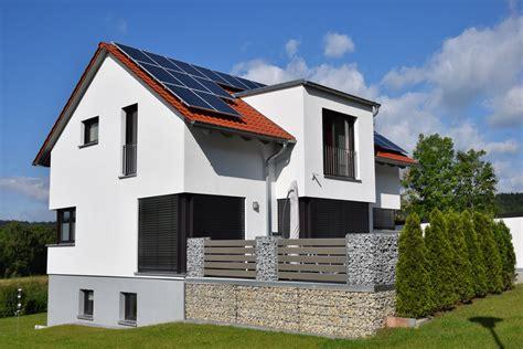 Moderne Häuser Mit Eckfenster by Einfamilienhaus Modern Holzhaus Satteldach Gaube Mit