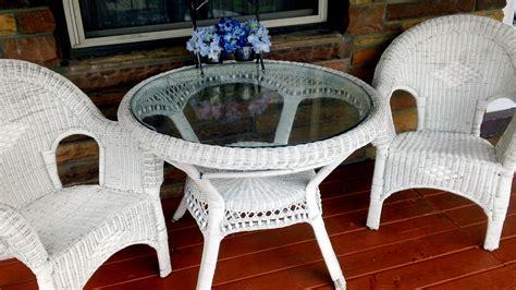 Painting White Wicker Chairs
