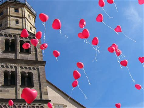 hochzeit luftballons steigen lassen heliumballons