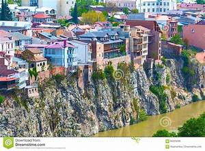 Bilder Mit Häusern : luftskylineansicht tifliss georgia mit alten traditionellen h usern redaktionelles stockbild ~ Sanjose-hotels-ca.com Haus und Dekorationen