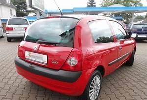 Renault Clio  12  2002  - Red