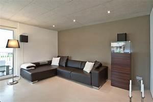 Holz Mit Wandfarbe Streichen : wandfarbe beton wie kann man eine betonwand streichen ~ Markanthonyermac.com Haus und Dekorationen