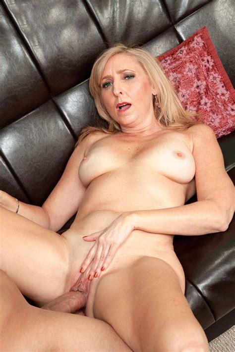 50 Milf Slut Jasmine Fields Having A Deep Pussy Fuck