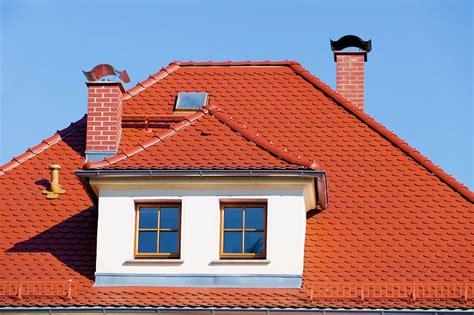 isoler toiture en pente les mat 233 riaux id 233 aux pour le toit