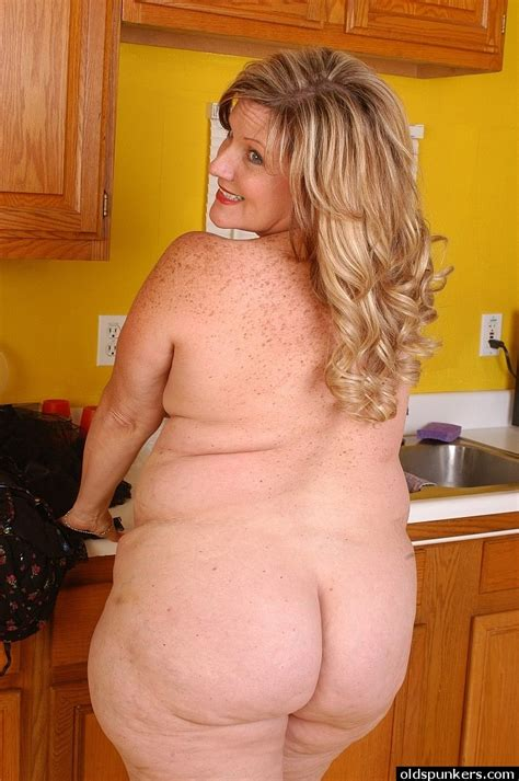 Ssbbw Blonde With Fat Body Deedra Is Undressing And Then