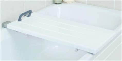 si鑒e pour baignoire pivotant planche baignoire pour handicape 28 images si 232 ge de bain pivotant aquasenior si 232 ge de bain tapis baignoire aide toilette personnes