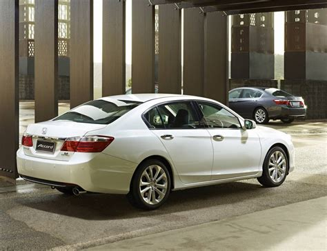 Curb Weight Honda Accord 2013
