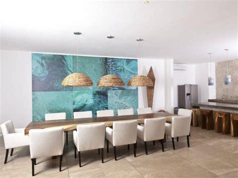 table de cuisine design tableau abstrait moderne pour décorer la salle à manger