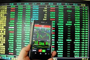 China's Stock Markets Suspended as Shares Tumble 7%