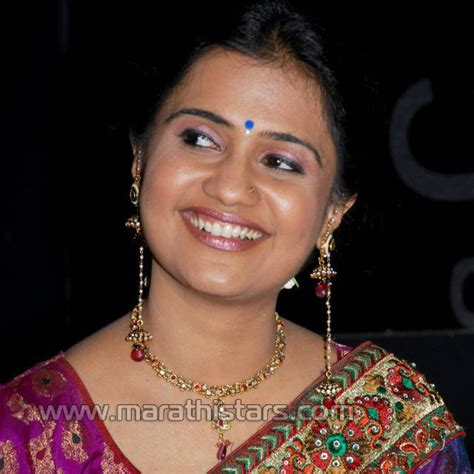 marathi actress kiss photos celebrities and games marathi actress wallpaper hot pics