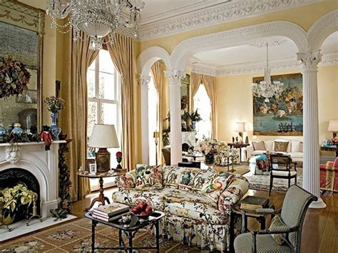 If You Like Glam And Shine, You Will Love French Style