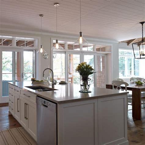 grand ilot de cuisine grand ilot de cuisine contemporaine avec lave vaisselle et