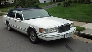 1994 Lincoln Town Car - Information And Photos