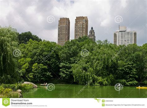 Central Park Boat Paddling by The Lake Of Central Park New York City Stock Images