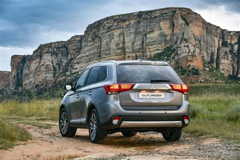 Pre Owned Mitsubishi Outlander by Facelifted Mitsubishi Outlander 2017 Specs Pricing