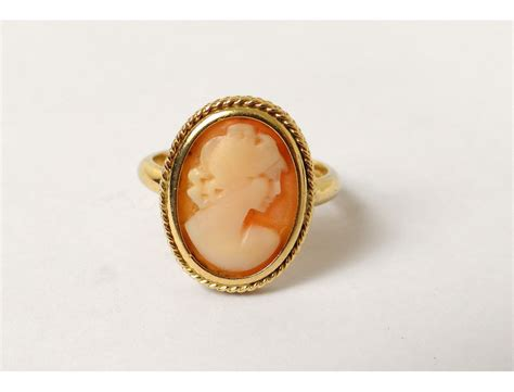 solid gold ring  cameo portrait young woman gold