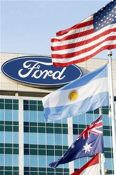 Chrysler 200 races past Ford Fusion in area sales   The Blade