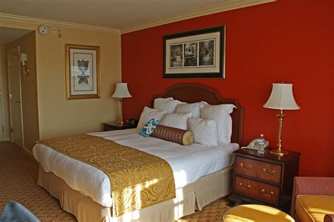 warm colors for a bedroom coloring your space 20112 | warm bedroom