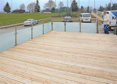 Terrassendielen Die Neuen Materialien by Dauerhaft Mit Dem Richtigen Material Dach Holzbau