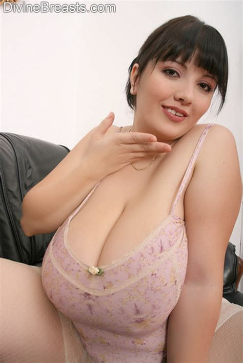 Curvy All Natural Alicia Loren Shows Tits In Lingerie