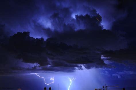 beautiful  dramatic thunderhead clouds