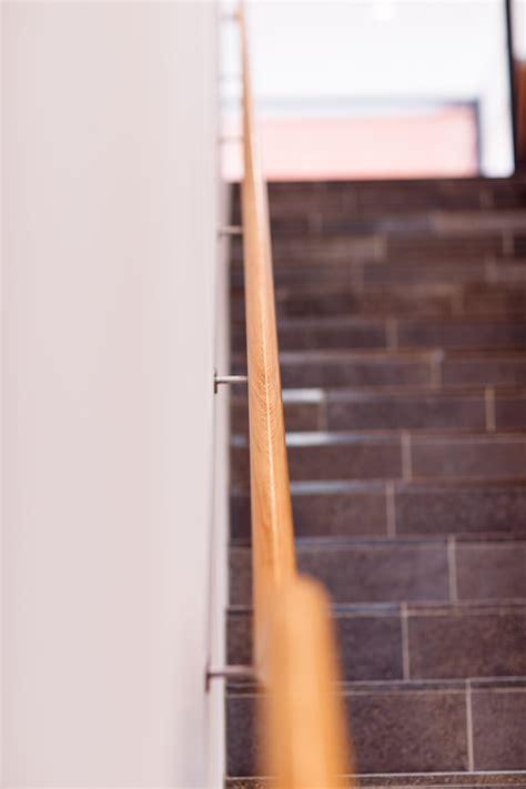 holzhandlauf treppe foyer eislingen stahlbau naegele