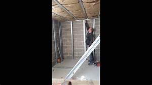 Doubler Un Mur En Placo Sur Rail : comment fixer et couper les montant placo d 39 une contre cloison youtube ~ Dode.kayakingforconservation.com Idées de Décoration
