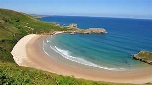 Torimbia, la playa con forma de concha en Asturias