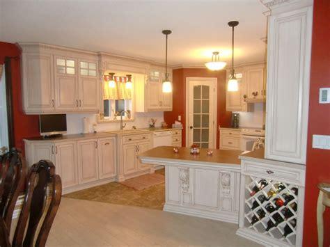 cuisine classique chic armoire de cuisine style classique en merisier peint et