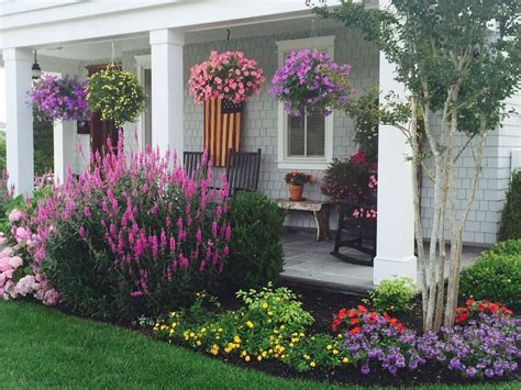 Pin By Brenda Horst On Jardin Porch Landscaping House