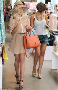 The Saturdays Mollie King And Frankie Sandford Enjoy A Shopping Trip Daily Mail Online