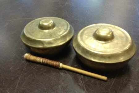 Lalove adalah alat musik tradisional indonesia yang berasal dari daerah sulawesi tengah. Kesenian