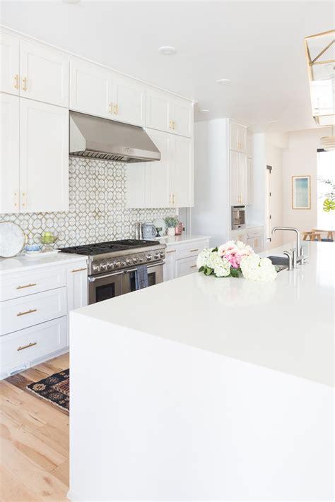 kitchen cheap backsplash tile   cabinet