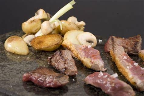 comment cuisiner la caille recette de plancha de viandes pommes grenailles confites