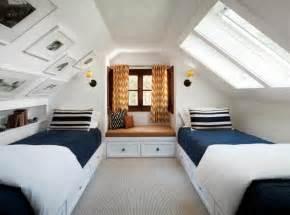 schlafzimmer lila wand schlafzimmer mit dachschräge schöne gestaltungsideen