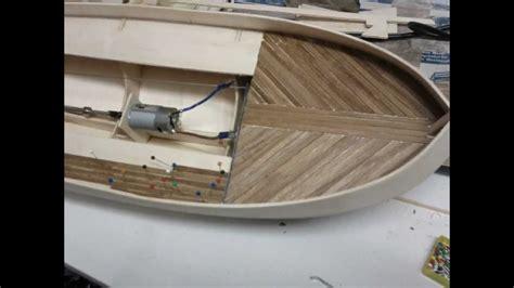 maquette de bateau en construction