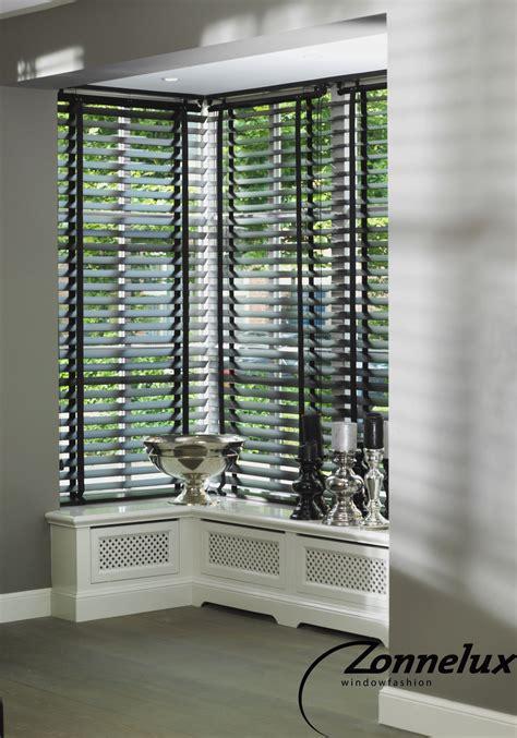 houten luxaflex ikea houten jaloezie 235 n zonnelux in de woonkamer raam