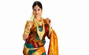 Gold jewellery wear Indian girl in saree - New hd ...