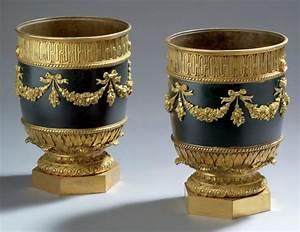 Cache Pot Doré : rare paire de cache pot de forme cylindrique en bronze cisel et dor ~ Teatrodelosmanantiales.com Idées de Décoration