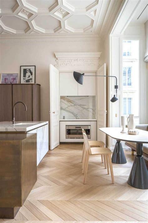 moulure cuisine 1000 idées sur le thème boiseries escalier sur