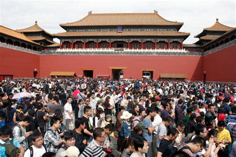 Tourist Sites Overwhelmed By Huge Crowds During Holidays