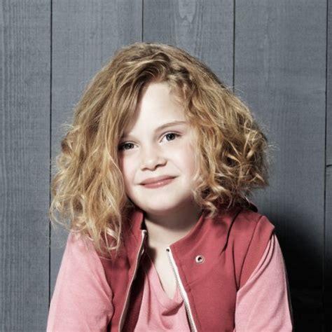 coupe enfant cheveux boucles