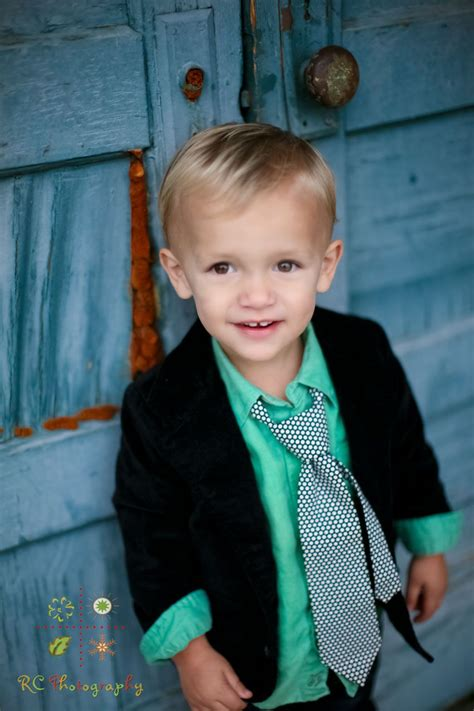 year  boy  tie toddler pictures kid poses boy