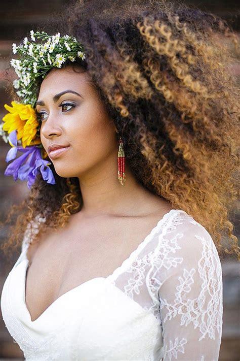 penteados de noiva  valorizar seus cachos enoivado